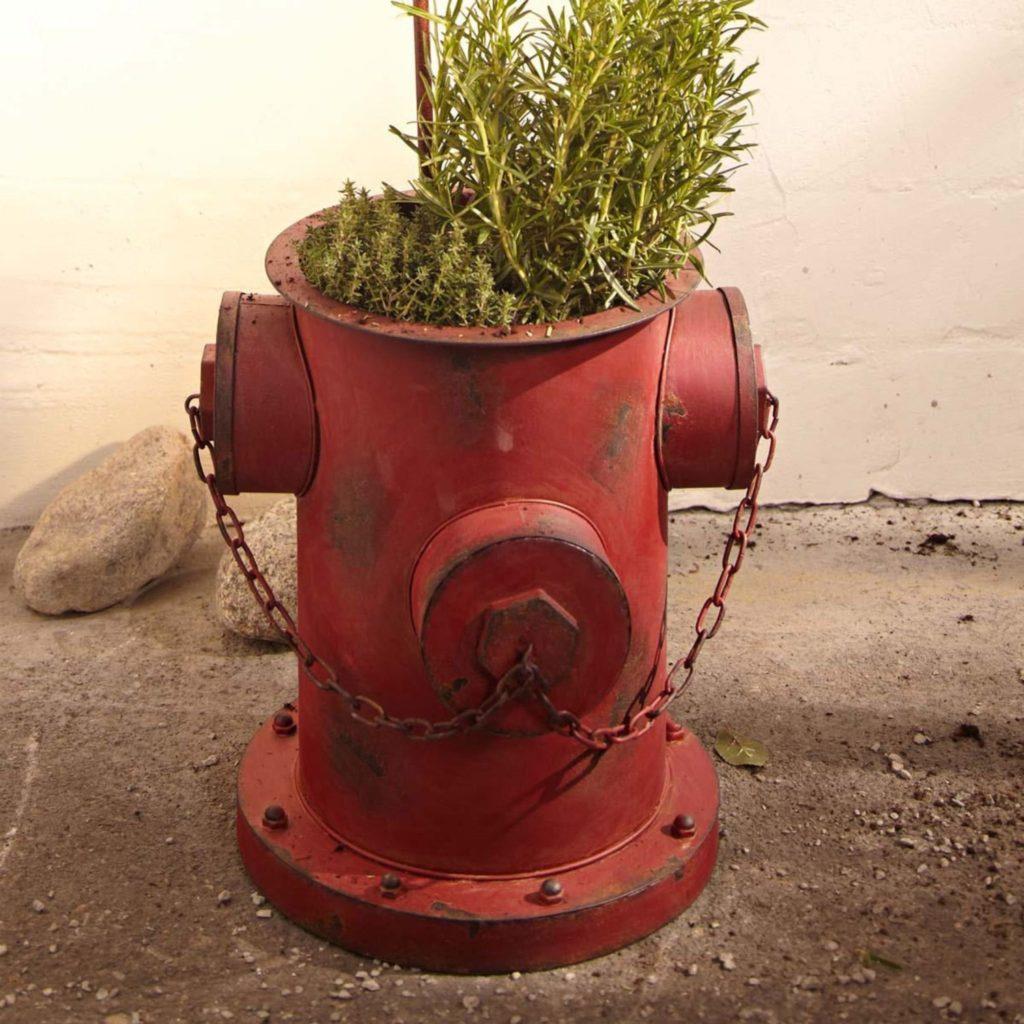 Blumentopf Hydrant in Rostoptik