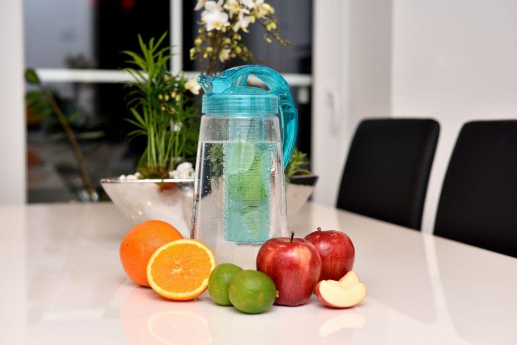 Karaffe für Fruchtschorlen mit Fruchteinsatz